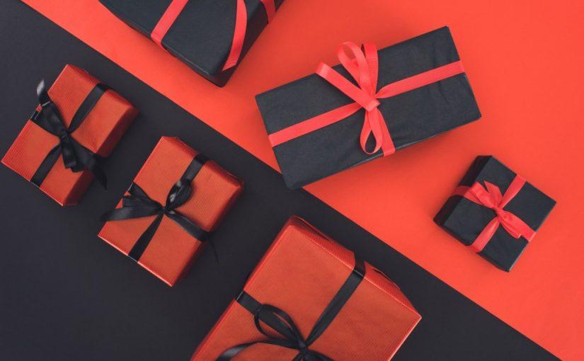 Sjove gaver pakket ind i flotte farver